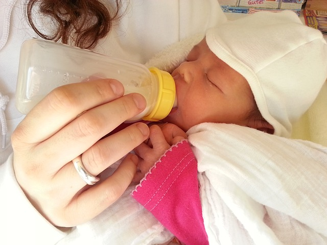 miminko s lahvičkou