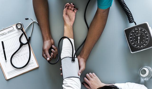 měření tlaku u lékaře.jpg
