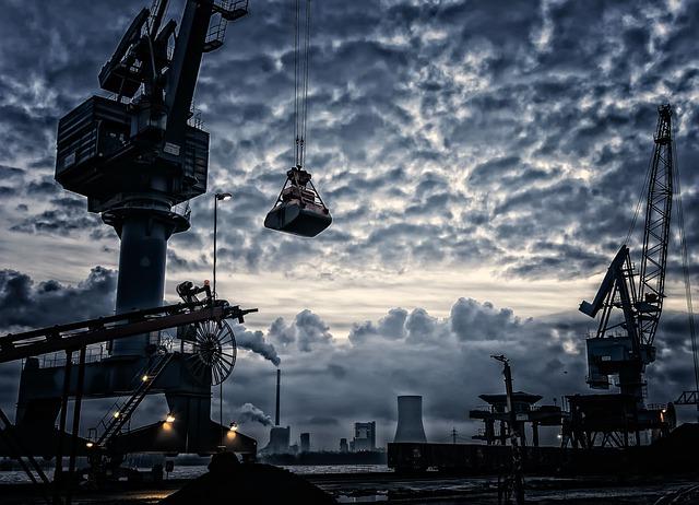 jeřáby v přístavu
