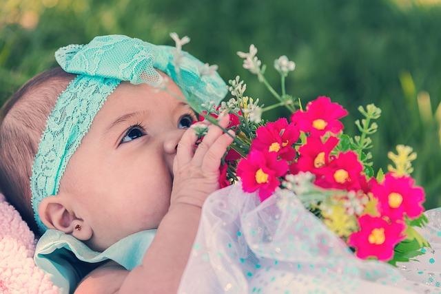 holčička s kytičkou