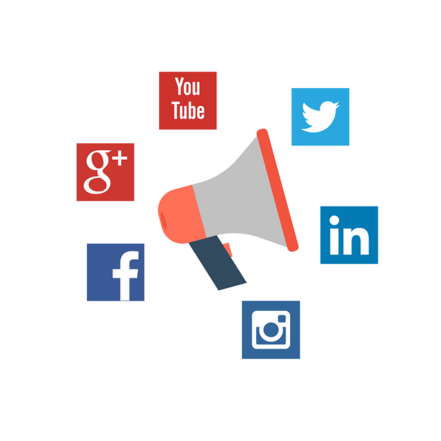 hlásná trouba v kruhu sociálních médií